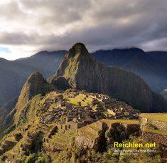 Le Machu Picchu, célèbre cité Inca (Pérou), perchée au sommet...!